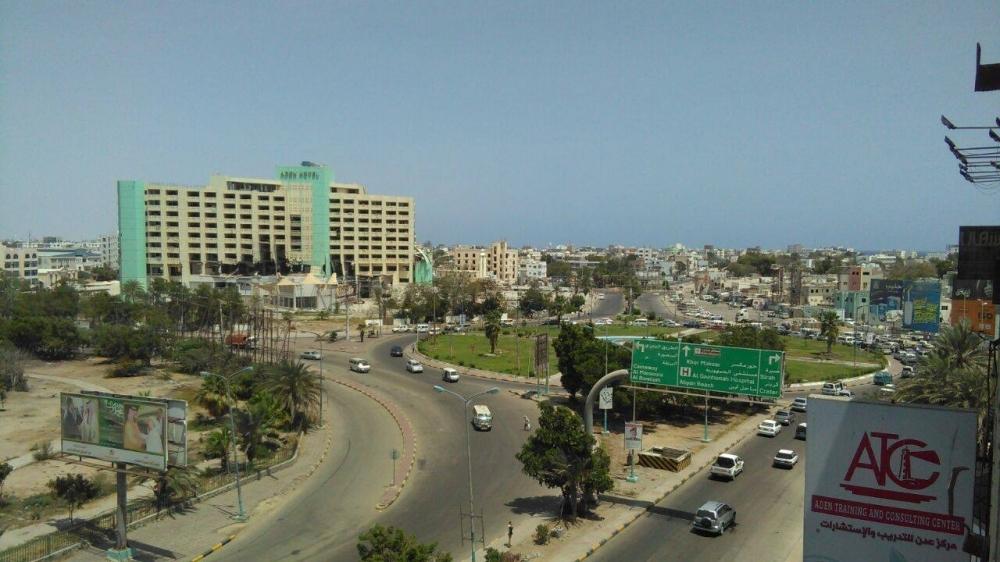 بالأدلة القاطعة تعرف من هو رأس هرم الفساد في عدن!!
